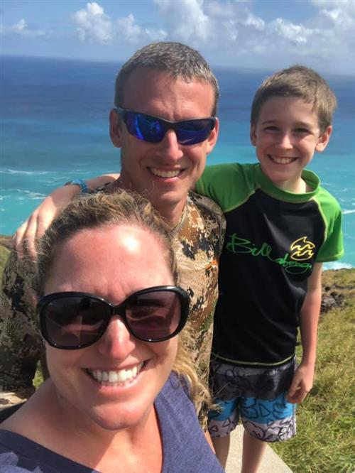 Earns Family in Oahu